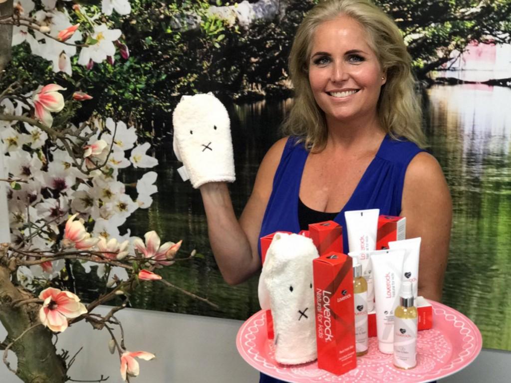 Loverock-Rosa-Volendam-Cosmetics